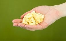 Garść liofilizowanego ananasa