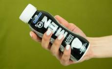 Porcja wysokobiałkowego pitnego jogurtu naturalnego Men