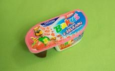 Jogurt z żelkami truskawkowymi Bakuś