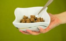 Porcja bananowych płatków śniadaniowych z kakao