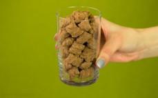 Szklanka bananowych płatków śniadaniowych z kakao