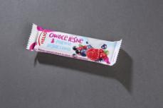 Baton zbożowy owoce leśne i polewa jogurtowa