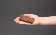 Baton owocowy z orzechami maca i kakao