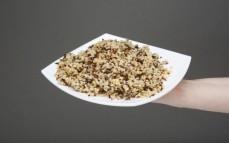 Porcja kompozycji bulguru i komosy ryżowej