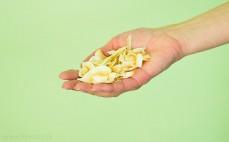 Garść pieczonych chipsów kokosowych