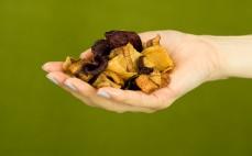 Garść chipsów warzywnych z 4 warzyw enerBIO