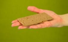 Kromka chrupkiego chleba ryżowego z kakao
