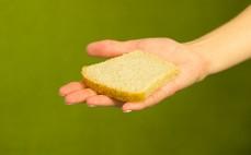 Kromka bezglutenowego niskobiałkowego chleba gryczanego