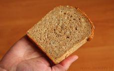 Kromka chleba orkiszowego