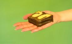 Kawałek ciasta marmurkowego Marble Dan Cake