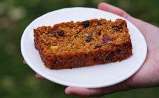 Kawałek ciasta marchwiowego