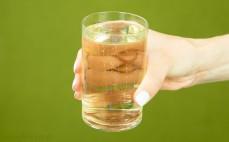Szklanka cydru jabłkowego