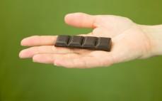 Rządek gorzkiej deserowej czekolady słodzonej ksylitolem