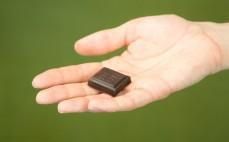 Kostka surowej czekolady gorzkiej klasycznej