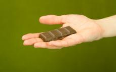 Rządek czekolady słodzonej ksylitolem alternatywna dla mlecznej czekolady
