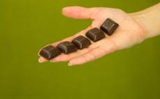 5 kostek gorzkiej czekolady z nadzieniem o smaku tiramisu