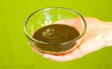 Porcja polewy o smaku ciemnej czekolady