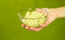 Porcja ziemniaków Puree z grzankami i smażoną cebulą Danie w 5 minut