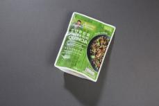 Danie quinoa z pomidorami i oliwkami