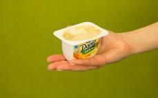 Porcja serka Danio extra z kawałkami toffi
