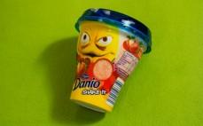 Napój jogurtowy Danio Shake It truskawka