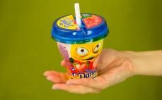 Porcja napoju jogurtowego Danio Shake It truskawka