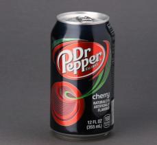 Dr Pepper Cherry napój gazowany o smaku migdałowo-wiśniowym
