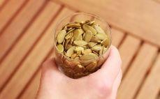 Szklanka nasion dyni