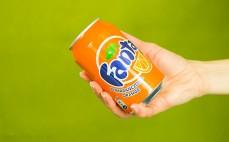 Porcja gazowanego napoju o smaku pomarańczowym Fanta