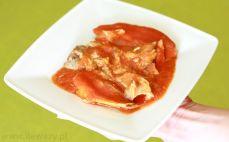 Porcja filetów z makreli w sosie pomidorowym