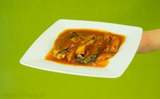 Porcja flądry w sosie pomidorowym