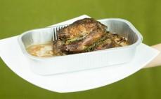 Porcja pieczonej golonki wieprzowej - przygotowanej metodą sous vide