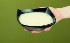 Porcja kremu à la Dijon z boczkiem Gorący kubek