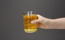 Szklanka oranżady musującej w proszku Hellena
