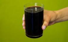 Szklanka napoju gazowanego Hoop Cola