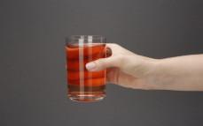 Szklanka napoju jabłko-rabarbar