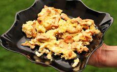 Porcja jajecznicy z kurkami
