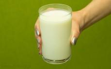 Szklanka pitnego jogurtu 0 % o smaku waniliowym