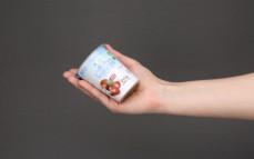Porcja jogurtu owczego z kasztanami jadalnymi