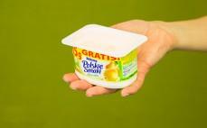 Porcja deseru jogurtowego z gruszkami