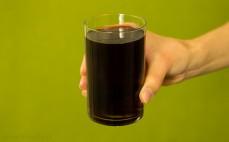 Szklanka napoju niegazowanego Jupik o smaku Cherry cola