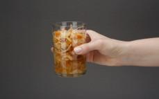 Porcja kapusty z brzoskwinią, marchewką i pomarańczą