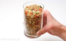 Szklanka kaszy gryczanej z warzywami