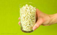 Szklanka ugotowanej kaszy jęczmiennej pęczak