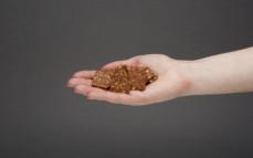 Garść kruchych ciasteczek zbożowych kakaowych