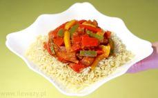 Porcja leczo z kiełbasą i ryżem
