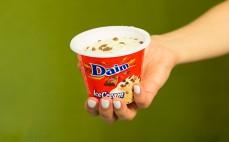 Porcja lodów karmelowych Daim