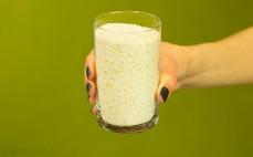 Szklanka pełnoziarnistej mąki owsianej
