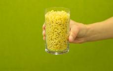 Szklanka makaronu w kształcie literek Pasta kids