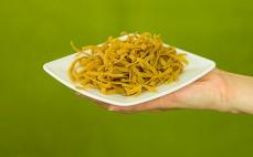 Porcja niskowęglowodanowego makaronu z inuliną